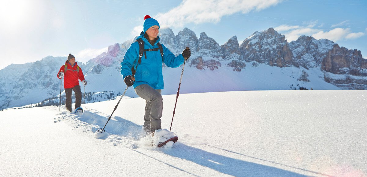 Escursioni con racchette da neve & invernali: a piedi attraverso il paesaggio innevato